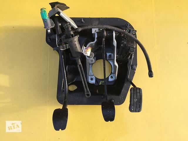 купить бу Б/у педаль газа для легкового авто Renault Trafic в Ковеле