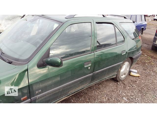 купить бу Б/у пластик под лобовое стекло для универсала Peugeot 306 в Ровно