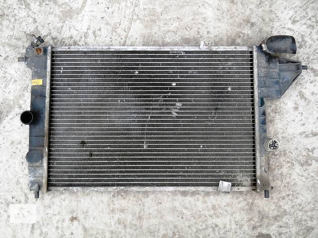 Б/у радиатор для легкового авто Opel Vectra A- объявление о продаже  в Херсоне