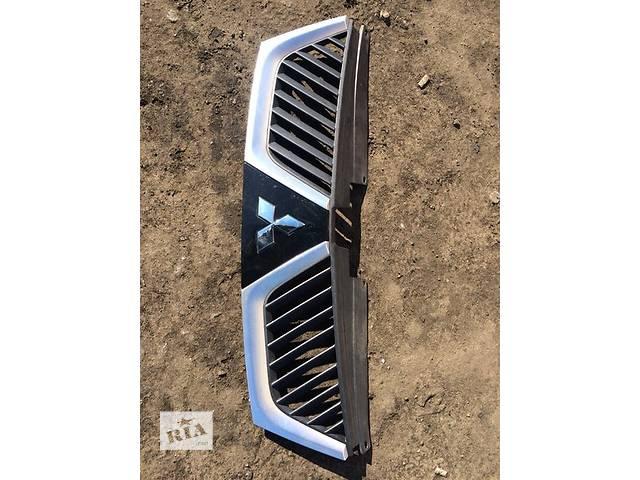 продам Б/у решётка радиатора для легкового авто Mitsubishi Outlander XL бу в Киеве