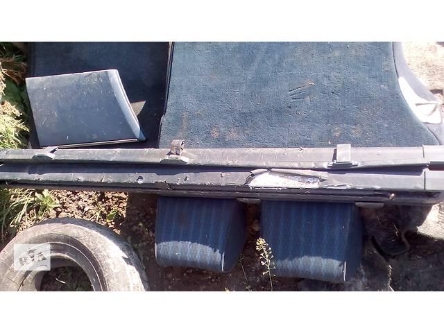 продам Б/у шторка багажника, ролет для универсала Mercedes 124 бу в Дубно (Ровенской обл.)