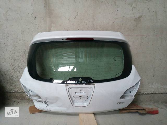 купить бу Б/у стекло крышки багажника, заднє вікно, вікно ляда, для хэтчбека Opel Astra J в Калуше