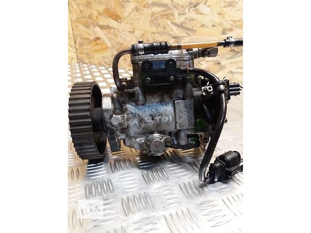 продам Б/у топливный насос высокого давления/трубки/шест для легкового авто Volkswagen Golf III бу в Луцке