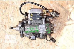 б/в Паливні насоси високого тиску / трубки / шестерні Volvo V40