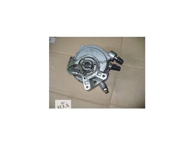 купить бу Б/у Топливный и вакуумный насос 2.5 TDI AXD DNZ  070145209J Volkswagen T5  (Transporter) в Киеве
