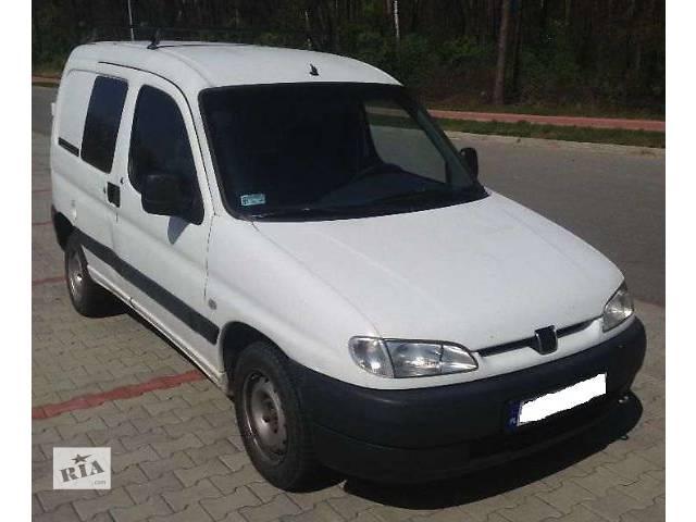 купить бу б/у Детали кузова Бампер передний Легковой Peugeot Partner 2000 в Львове