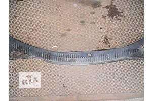 б/у Пластик под лобовое стекло Mazda 323F