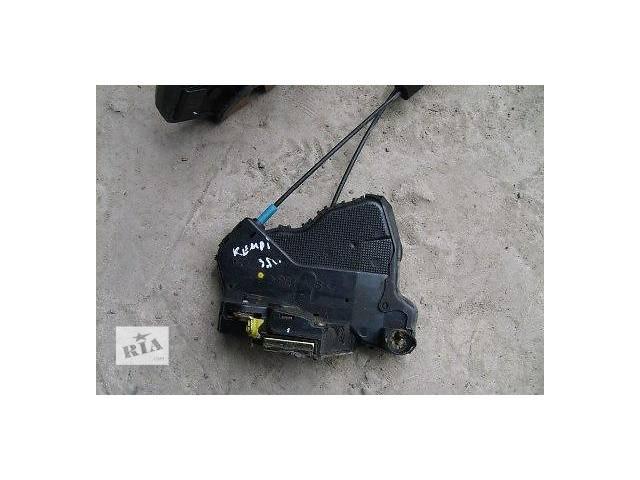 купить бу б/у Двери/багажник и компоненты Замок двери Легковой Toyota Camry 2002 в Луцке