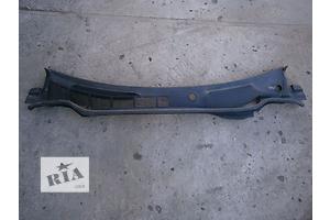 б/у Пластик под лобовое стекло Toyota Camry
