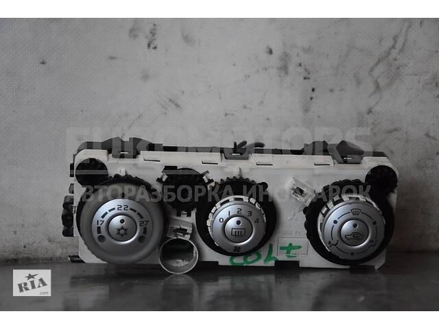 купить бу Блок управління пічкою з кондиціонером електро Mitsubishi Colt (Z3) 2004-2012 P7820A221 104917 в Києві