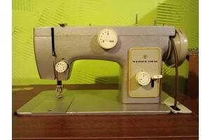 Продам швейную машину Чайка-132М с ножным приводом.