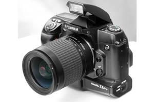 б/в Дзеркальні фотоапарати Fujifilm