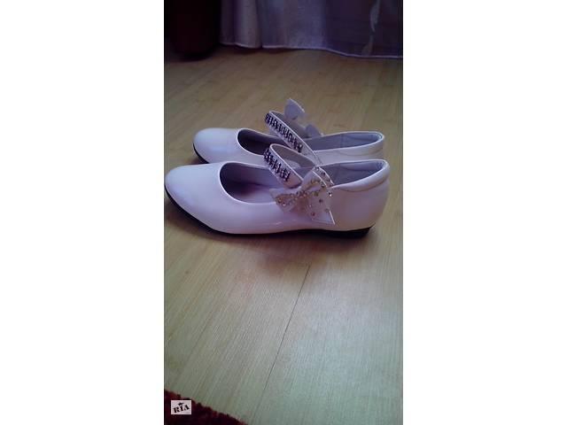 7b39cdf0dbb178 Туфлі для дівчинки білі лакові - Дитяче взуття в Жмеринці на RIA.com