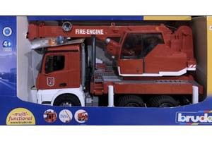 Bruder большой пожарный автомобиль MB Arocs с краном (свет и звук)