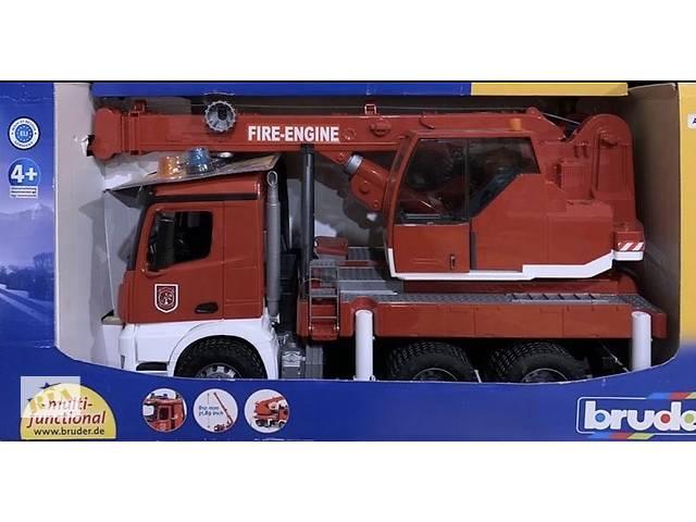 продам Bruder большой пожарный автомобиль MB Arocs с краном (свет и звук) бу в Киеве