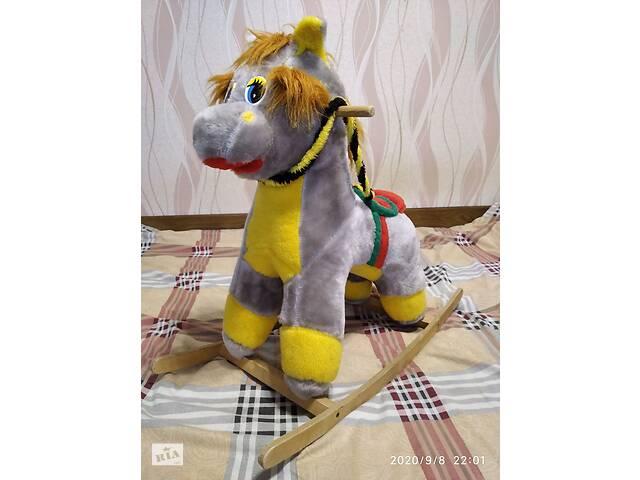 Продам мягкую лошадку-качалку для детей