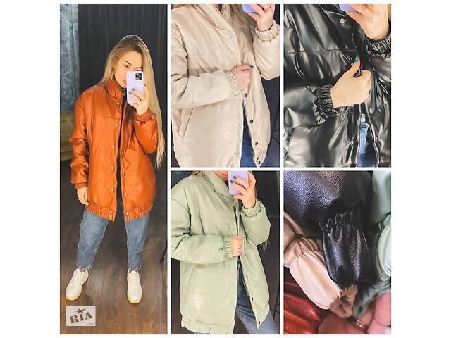 Модная женская куртка демисезонная из эко кожи удлиненная свободного кроя манжеты на резинке 4 цвета
