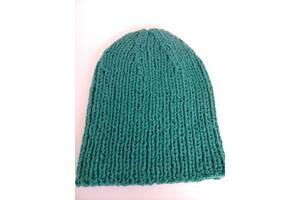 Новая шапка зеленая шерсть. Шерстяная шапка. Мягкая шерсть.