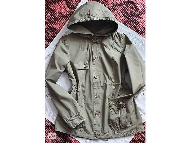 купить бу Плащ куртка зеленого цвета большой капюшон, удобная на пуговицах средней длины на прогулки под джинсы или спортивки в Тернополе