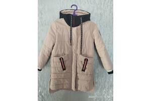 Демисезонна куртка для девочки. Рост 122-128см. Состояние идеальное