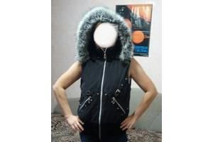 Жилет чорний жіночий осінь на синтепоні і флісі 44-48р куртка безрукавка Верх плащівка з велюровим напиленням