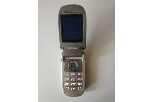Телефон Nokia 2760 з блоком живлення і чохлом. Потрібна перепрошивка.