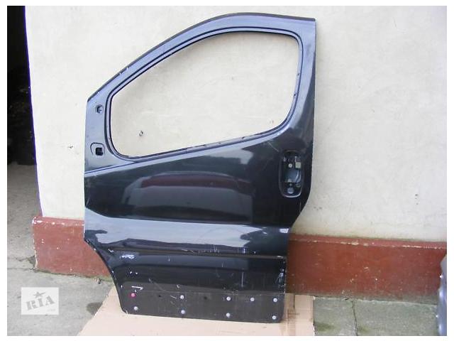 купить бу Дверь передняя для легкового авто Opel Vivaro 2002-15 в Луцке