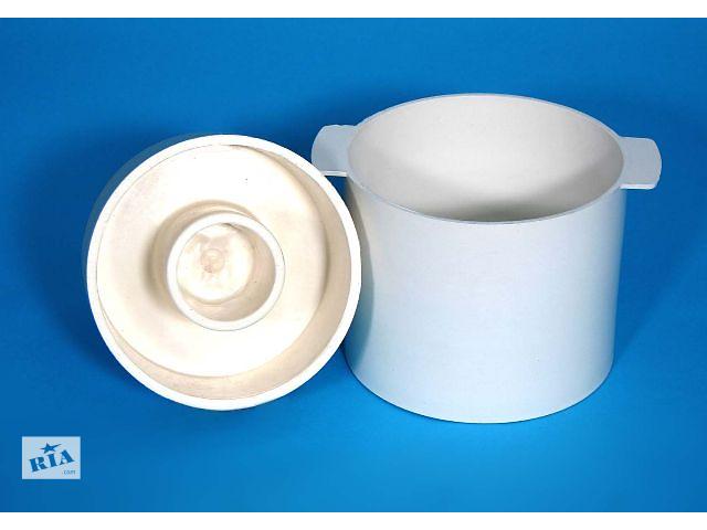 """купить бу Форма предназначена для формирования и прессовки твердого сыра типа """"Славянский"""". Масса готового сыра – до 4 кг.Форма выполняется в 2-х вариантах: с использованием нержавеющих перфовставок и под """"серпянку"""".Комплект форм (основа+ крышка) для изготовления сыра :Основа : внутренние размеры  d - 210мм, h - 175мм.  Цена: 120,00 грн.Крышка : размеры3 внешние     d – 207мм, h - 110мм.  Цена: 10,00 грн.В полный комплект форм входят три перфорированные вставки из нержавеющей высо-колегированной пищевой стали. Прессование осуществляется следующим образом : в пластмассовую основу кладут перфорированные вставки на дно и боковые поверхности, засыпают сырное зерно, которое накрывают перфорированной вставкой и пластмассовой крышкой и ставят под пресс. Через отверстия в перфовставках и большие отверстия в пластмассовой основе формы во время прессования осуществляется обезвоживание сыра.  в Украине"""