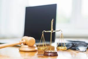 Квалифицированные юридические услуги, адвокат