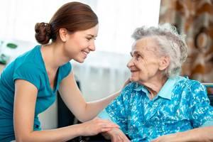 Уход за человеком преклонного возраста за наследования жилья