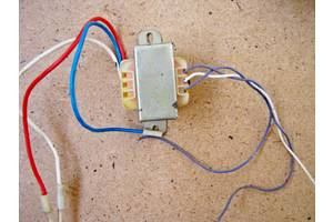Трансформатор силовой два выхода по ~11 вольт(по прибору)