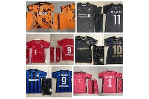 Футбольная форма клубная и игровая отличного качества, детская и взрослая, гетры, бейсболки, сороконожки, рюкзак футбольный.