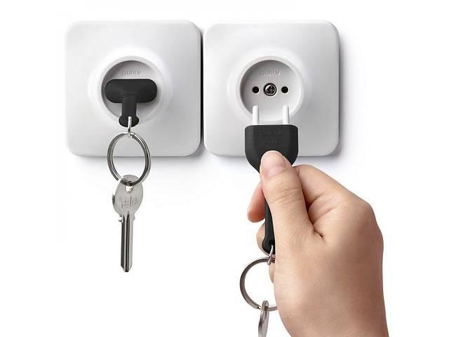 бу Ключница настенная Розетка с брелком для ключей бело-черная Таиланд 115143 в Киеве