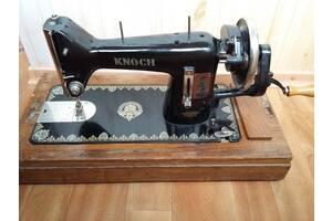 Машинка швейная старинная немецкая Knoch, рабочая.
