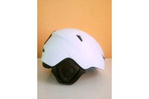 Шлем горнолыжный новый и защитные жилеты!!!