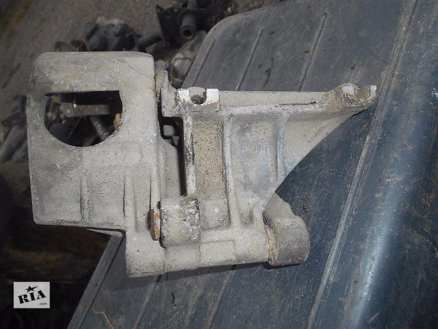 продам кронштейн гидроусилителя для Volkswagen Golf IIІ, 1.9tdi, 1993, 028145531D бу в Львове