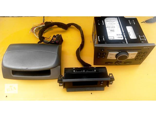 продам Магнитола MP 3 дисплей Renault Trafic Рено Трафик Opel Vivaro Опель Виваро Nissan Primastar бу в Ровно