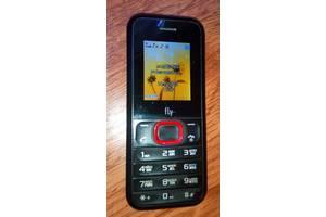 б/у Мобильные на две СИМ-карты Fly Fly DS107 Black Red