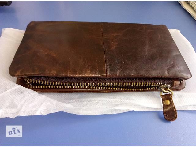 продам Мужской кожаный бумажник. Очень дорого выглядит бу в Киеве