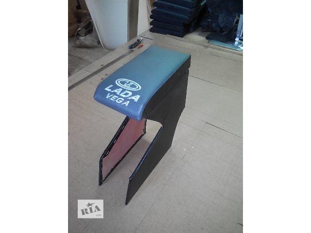 купить бу Подлокотник для ваз 2112 крепится между сиденьями. Цвет: Синий. Черный. Серый. Красный. Предназначен для комфортного кер в Луцке