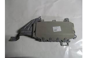 Подушка безопасности в ноги бежевая Toyota Camry 40 2006-2011 7390033020C0 (18819)