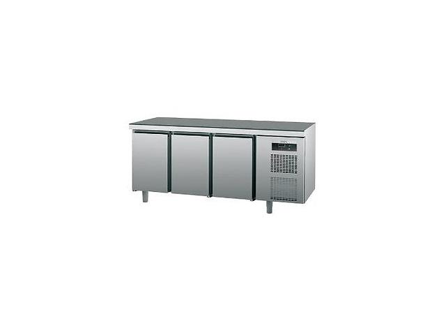бу Продам холодильный стол новый SAGI KUBM трехдверный по цене б у АКЦИЯ в Киеве