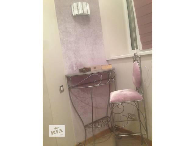 купить бу Продам мебель (стол, туалетный столик, стулья) в отличном состоянии  в Киеве