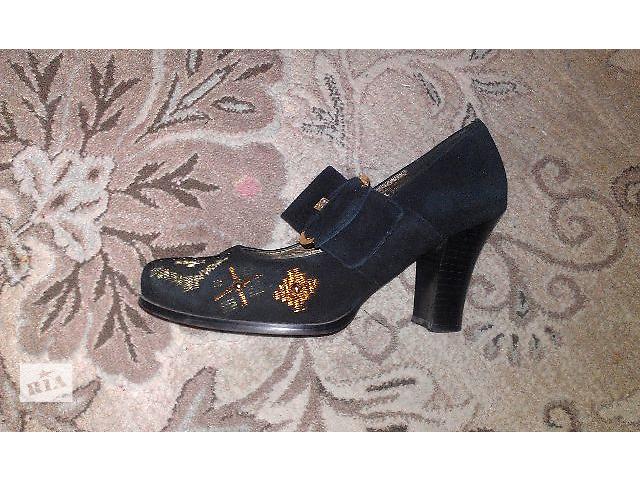 продам Продаю красивые туфли на каблуке, 41 размер. бу в Киеве
