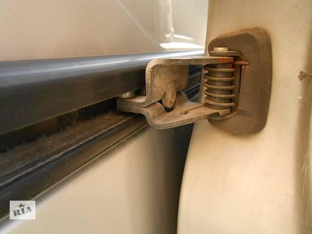купить бу Ролик сдвижной боковой двери Opel Vivaro Опель Виваро Renault Trafic Рено Трафик Nissan Primastar в Ровно