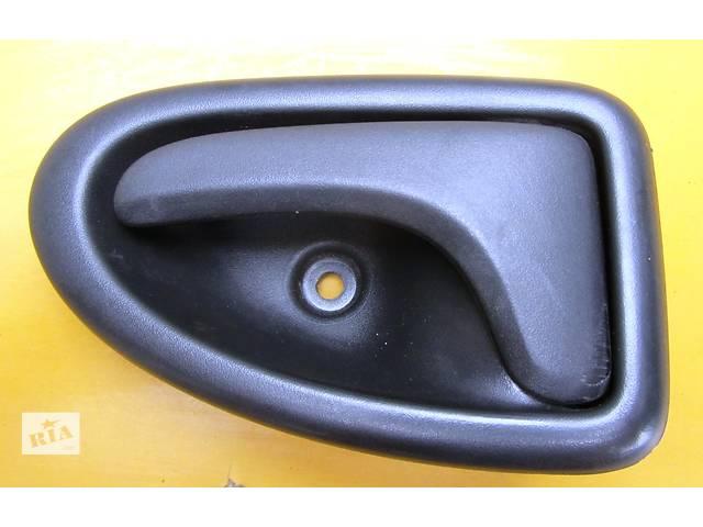 купить бу Ручка двери передней внутренняя Renault Trafic Рено Трафик Opel Vivaro Опель Виваро Nissan Primastar в Ровно