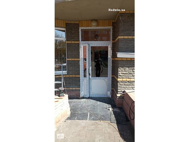 бу Алюминиевые двери для подьездов жилых многоквартирных домов от завода в Киеве  в Украине