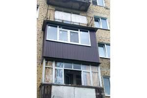 Ремонт балкона: сварочные работы каркаса, наружная обшивка балкона, монтаж балконной рамы.