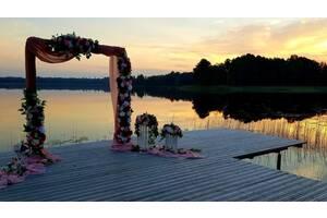 Свадебная арка, столик для выездной церемонии