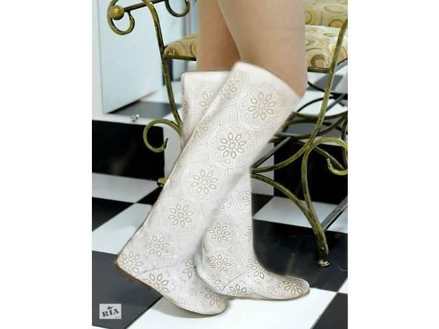 купить бу Білі шкіряні чоботи жіночі з лазерною обробкою весняно-осінні в  Києві 218f5099208dc